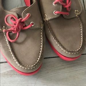 Tesori Shoes - Gray and hot pink Tesori loafers